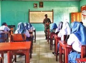 Satgas Yonif MR 413 Kostrad Ajarkan RJP Kepada Siswa SMA Papua