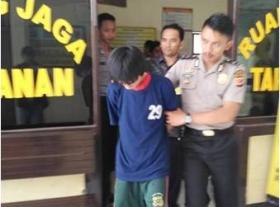 Sopir Angkot Cabuli Siswi SMA Sepuluh Kali